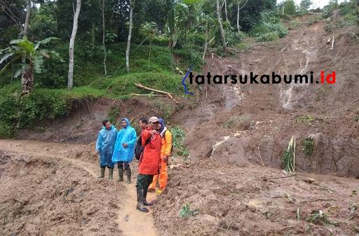 Longsor dan Banjir terjang Cibadak // Foto : Isep Panji