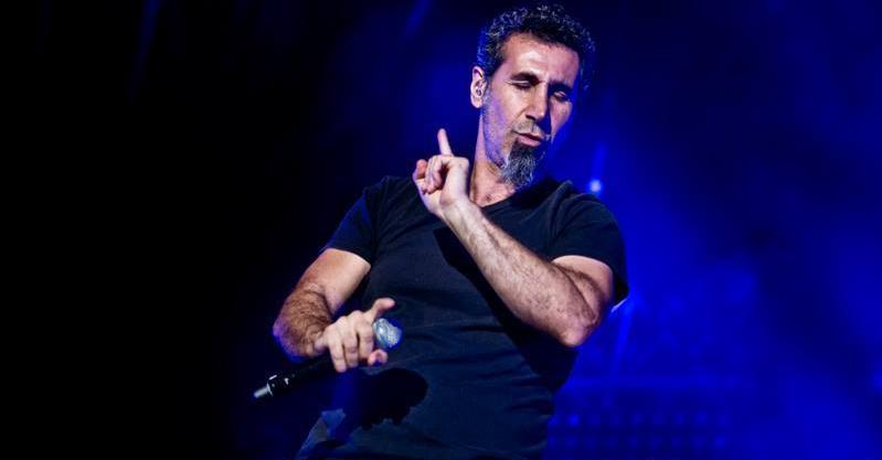Serj Tankian fala sobre o show do System of a Down na Armênia e critica Obama