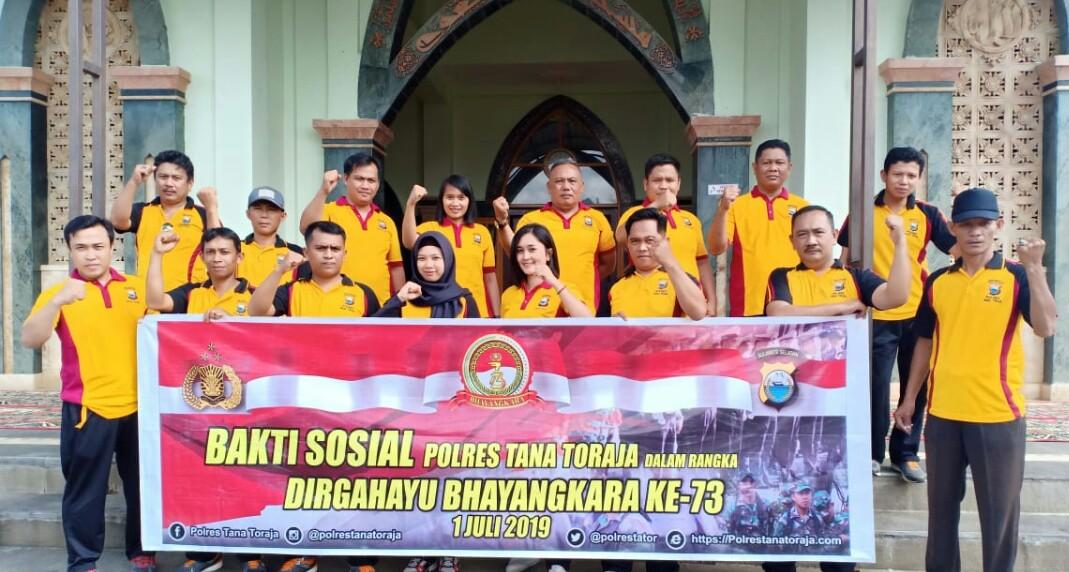 Jelang HUT Bhayangkara ke-73, Semua Polsek di Toraja Kompak Gelar Bakti Sosial