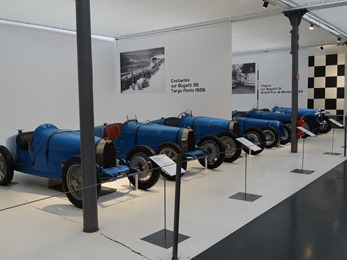2017.08.24-204 rangée de Bugatti et autres de course