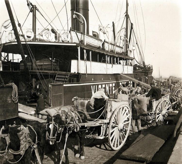 8- El VICENTE FERRER cargando en Valencia. Ca. 1917. Del libro Todo Avante.JPG
