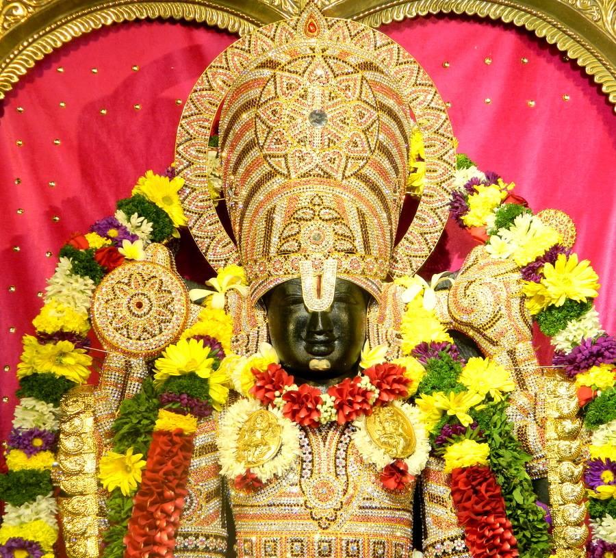 ISKCON Pune NVCC Deity Darshan 01 Jan 2017 (1)