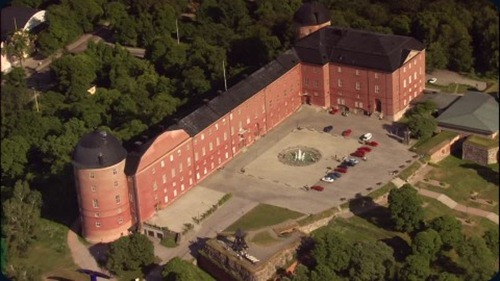 uppsala-castle-parking-lot-palace-garden-fountain-water