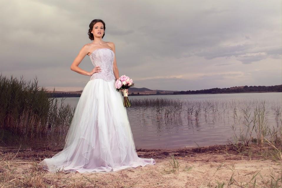 Vestido de novia con corset en malva