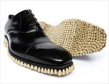 حذاء من اسنان البشر