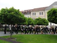 9 Megérkeztek  amagyar diákok a város Fő terére.jpg