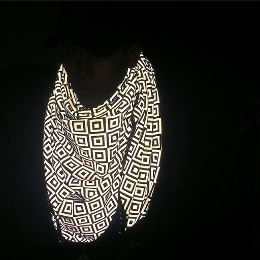 The  ISHU: The Anti-Paparazzi Scarf That Makes Flash Photography Impossible 3