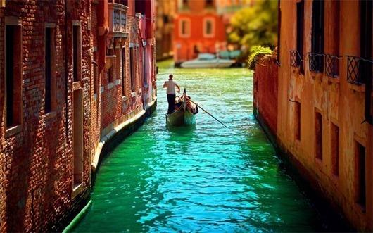 Gondoly-Venecii---transport-lyubvi-i-romantiki
