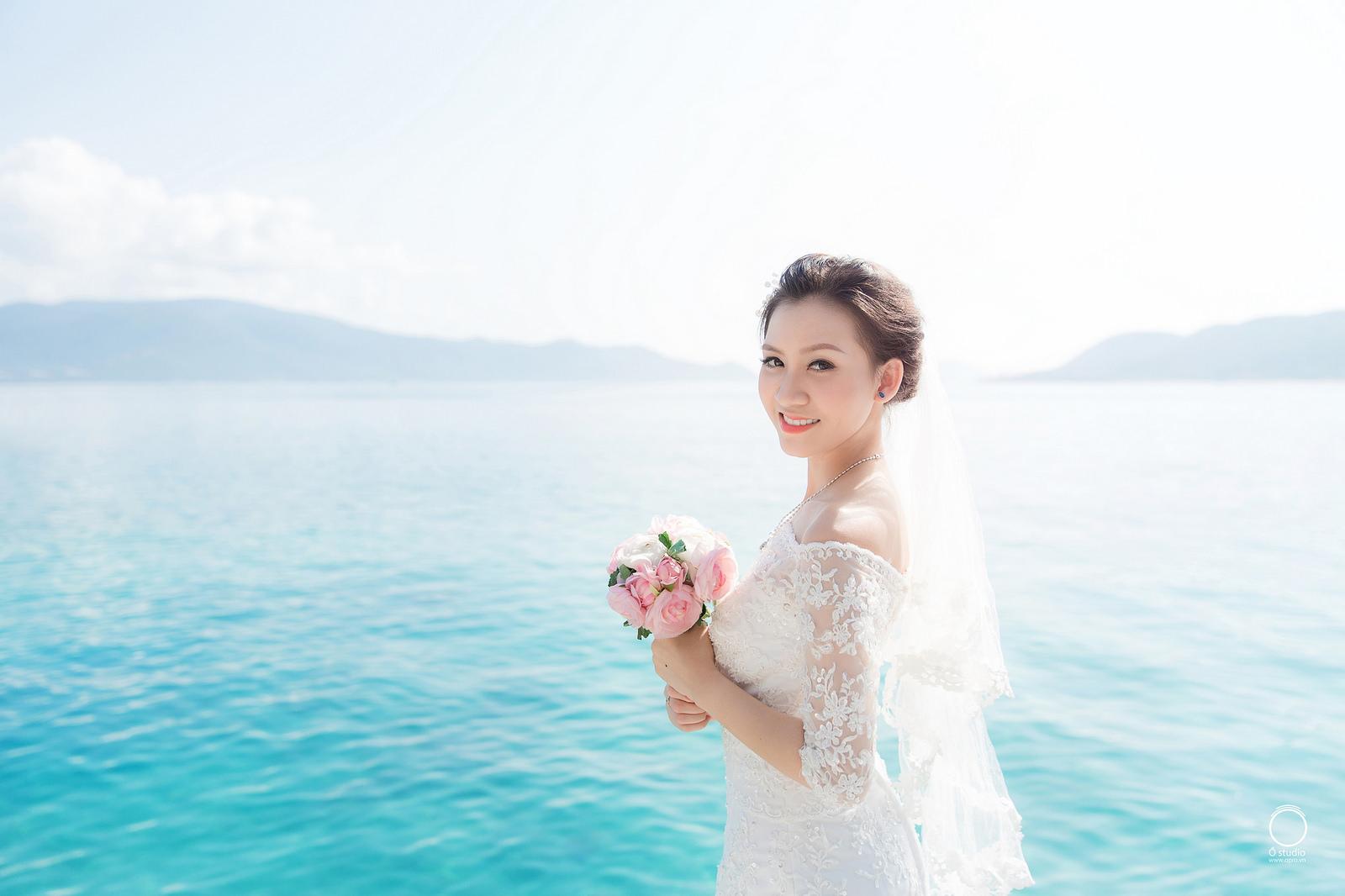Cô dâu cười xinh quá