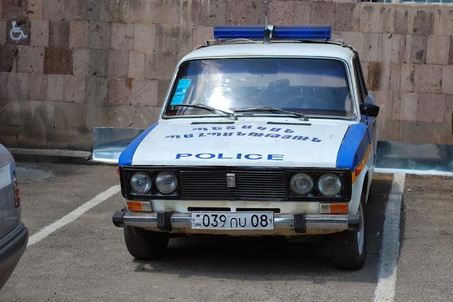 Stary, policyjny Wóz. ;)
