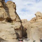 狭い岩の裂け目の道「シーク」入り口に到着