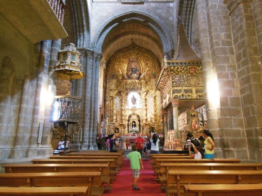 La basílica es de estilo románico