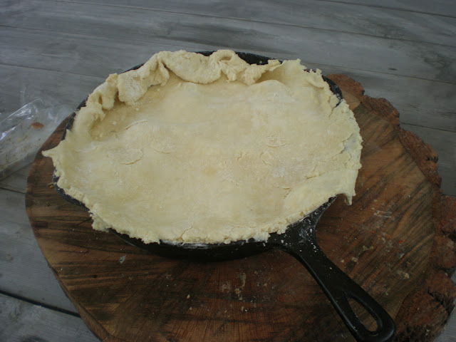 See what I mean when I say that the crust is rustic?