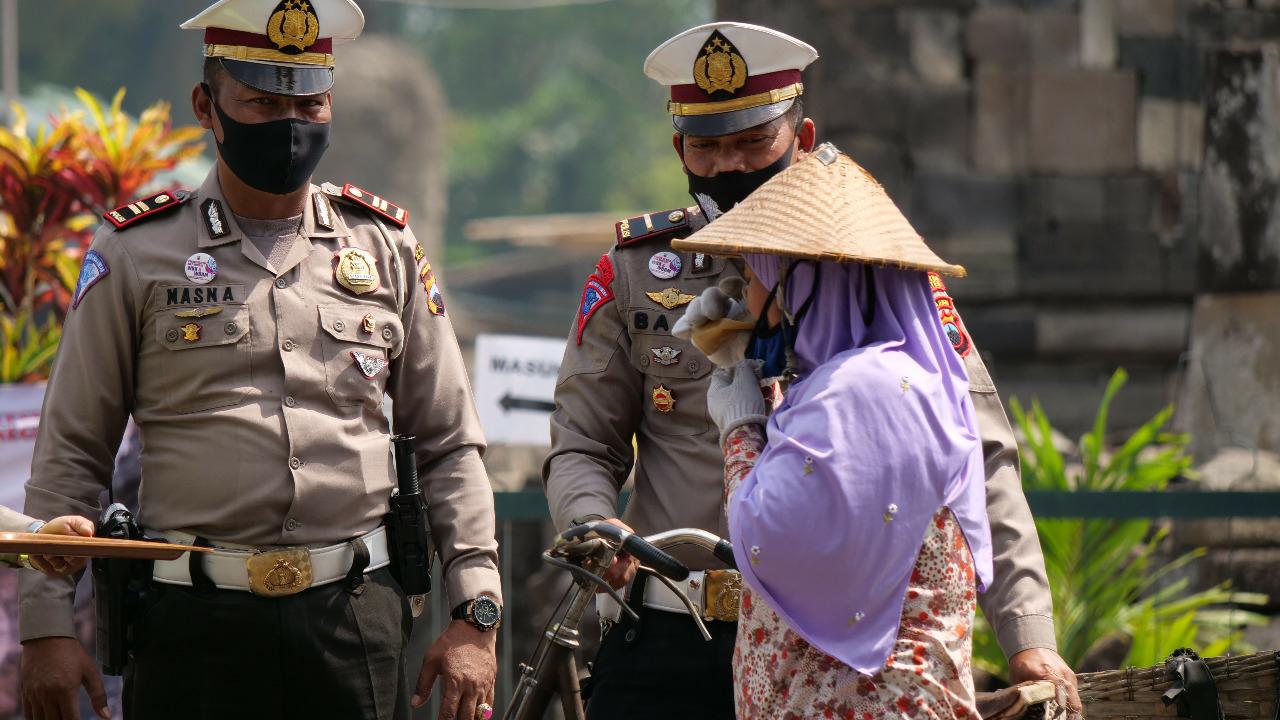 "Sambut HUT Ke 65, Sat Lantas Polres Klaten Sosialisasikan Minum Jamu. ""Minum Jamu Ne Bablas Covid-Te"""