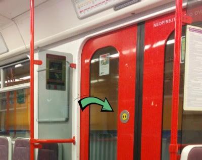 Кнопка для открытия двери