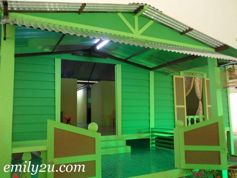 life-size Rumah Opah