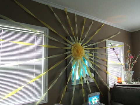 DIY Sunshine from crepe paper for beach mermaid party