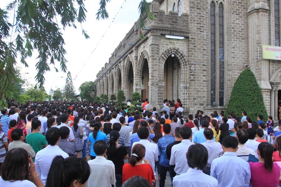 Hình ảnh thánh lễ và kiệu Mình Thánh Chúa liên giáo hạt Nha Trang - Diên Khánh - Vạn Ninh tại nhà thờ Chánh Tòa Nha Trang