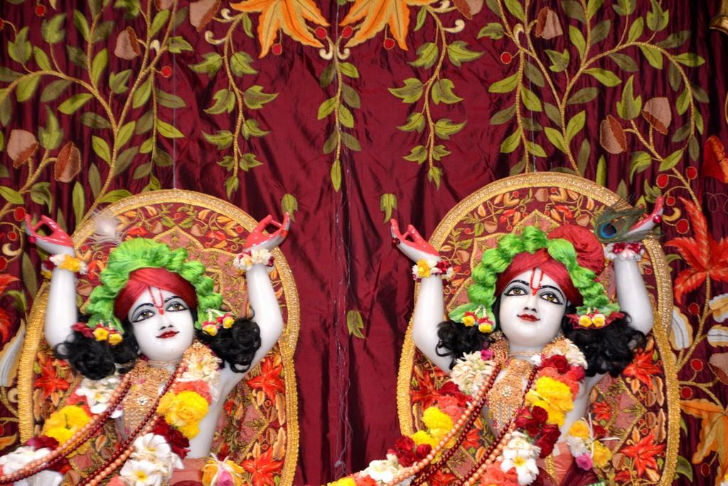 ISKCON Juhu Deity Darshan 28 Mar 2016  (31)