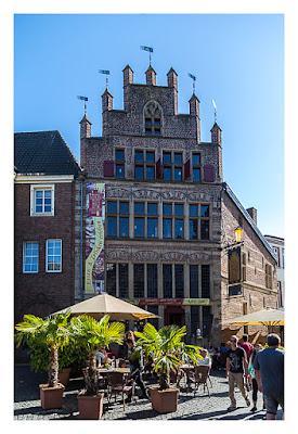 GeoXantike 2015 - beeindruckende Fassade in der historischen Altstadt von Xanten