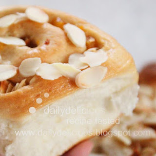 Apricot & almond Chelsea buns