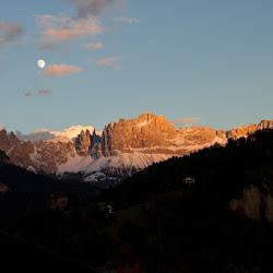 Rosengarten Abendrot Mond 20.10.10-5737.jpg