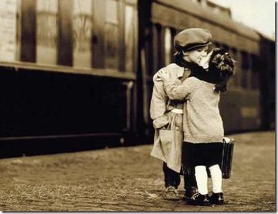 niños besandose (8)