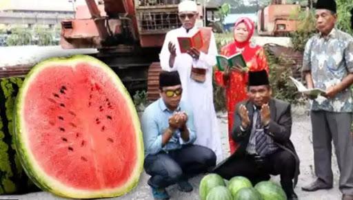 Ritual Pulihkan Cuaca Panas dengan Buah Tembikai oleh Raja Bomoh Malaysia