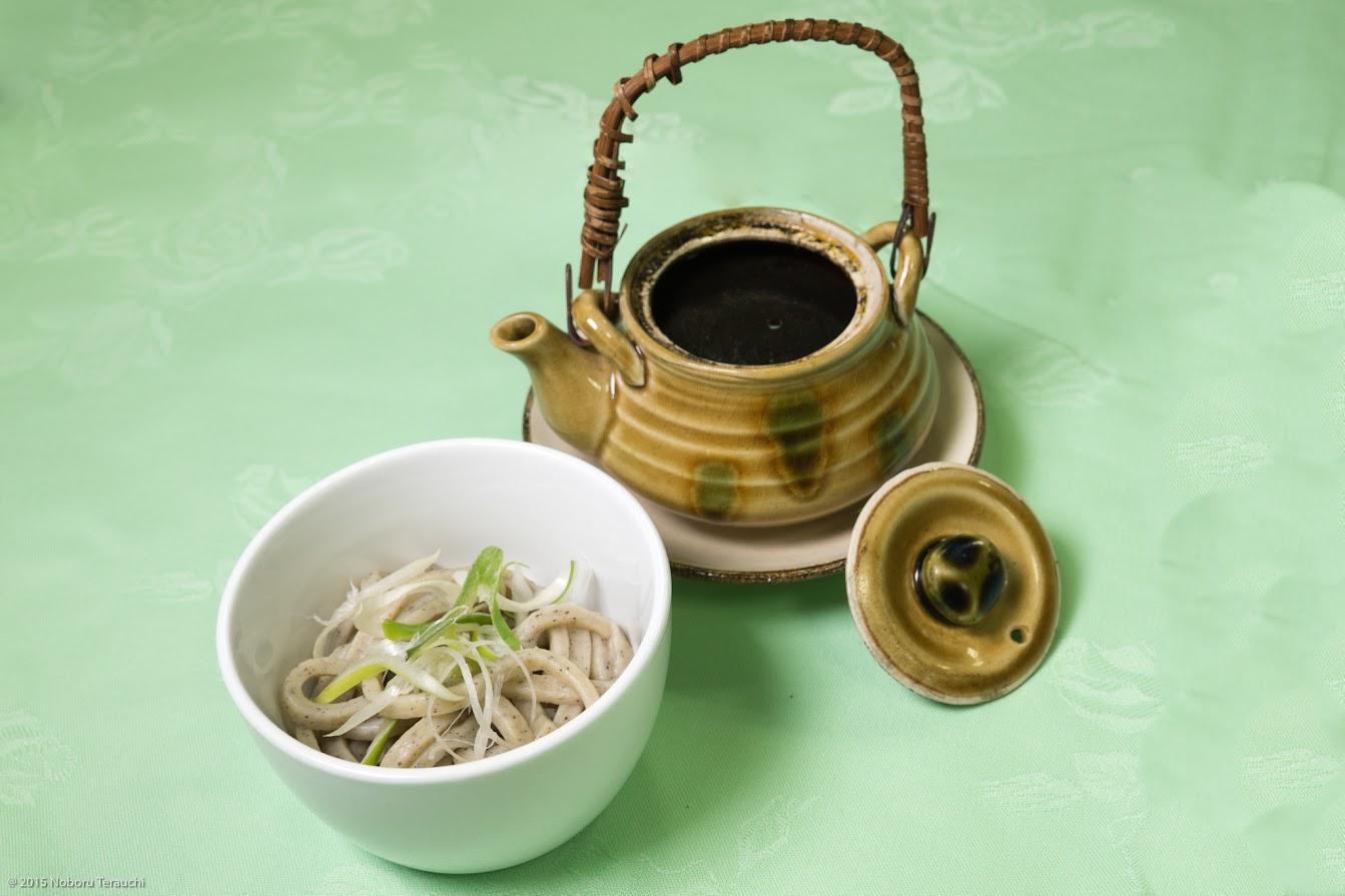 止め椀:黒千石饂飩(うどん) 黒カレー土瓶蒸し