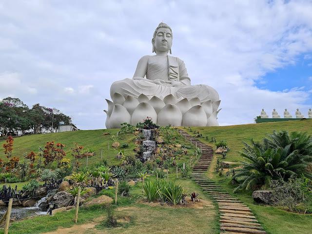 Maior Buda do Ocidente no Mosteiro Zen Budista em Ibiraçu