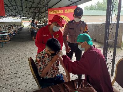 BIN Semarakkan Gerakan Vaksinasi Massal di Riau, Lansia Butuh Vaksinasi Door To Door