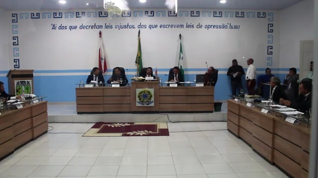 ´´Líder do governo`` da câmara de Portel de volta no centro das atenções, vereadores recebem ovada de manifestantes