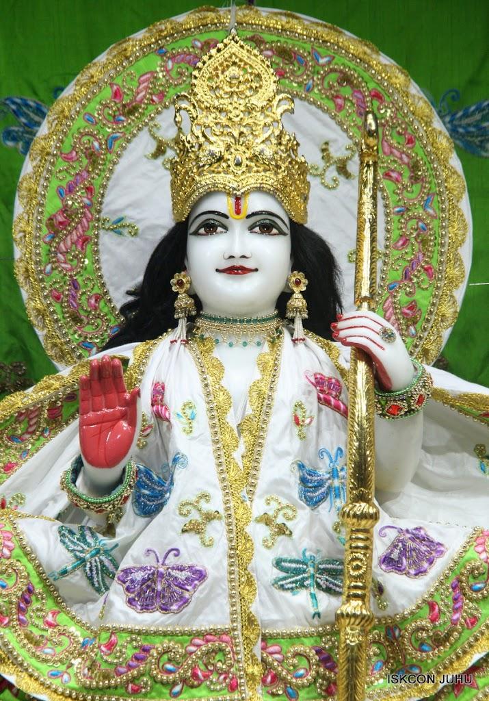 ISKCON Juhu Mangal Deity Darshan on 01st May 2016 (4)