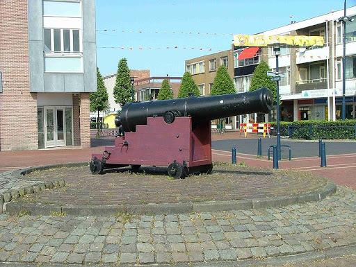 Kanon op-de kop van de-Beatrixstraat-Den Helder ter-hoogte van-voormalig Andys Kitchen.jpg