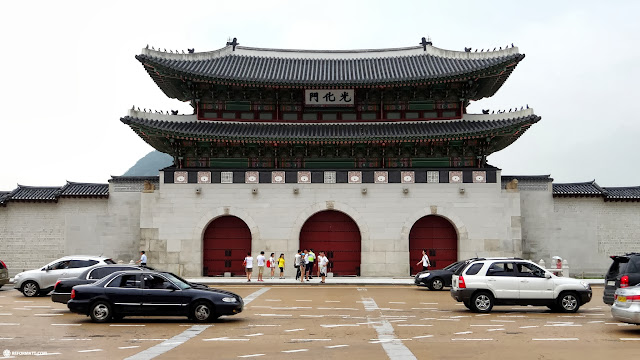 entrance to the Gyeongbokgung palace in Seoul in Seoul, Seoul Special City, South Korea