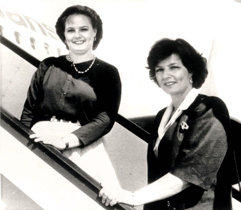 Principesa Moştenitoare Margareta şi Principesa Sofia în România, în 1990