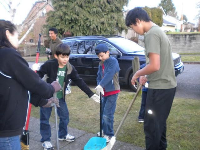 Sunday School - Clean Up Day! - Clean%2BUp%2BDay%2B--%2BDec.%2B19%252C%2B2010%2B006.jpg