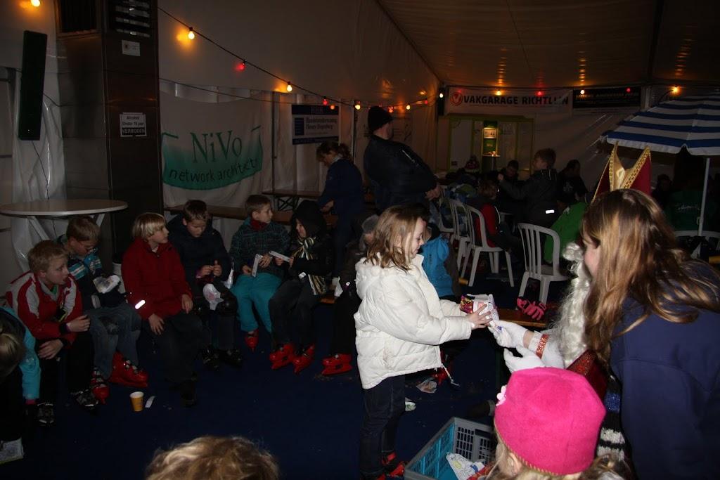Sinterklaas bij de schaatsbaan - IMG_0421.JPG