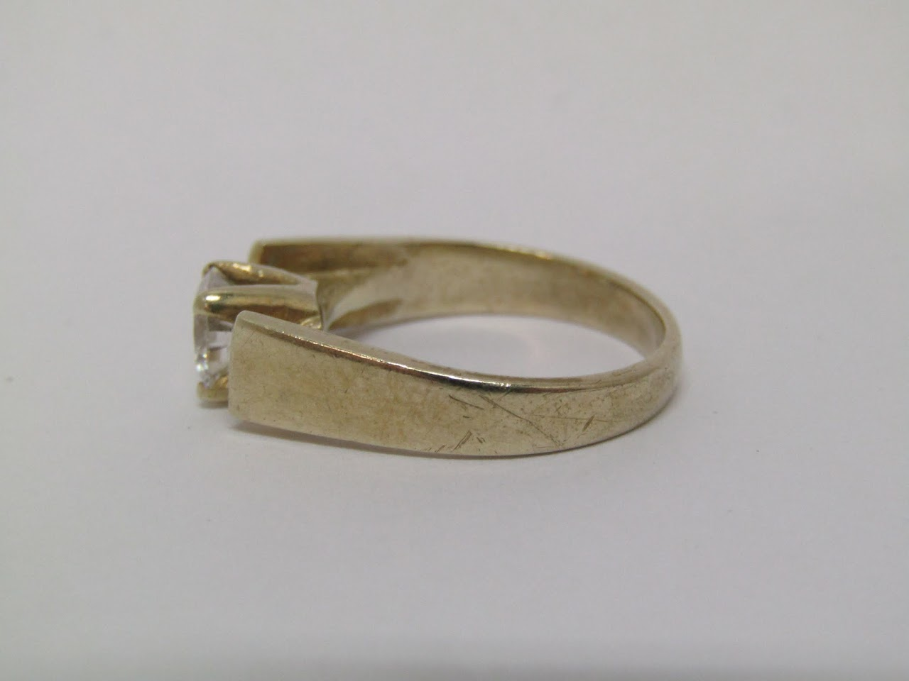 18 K Gold Ring with Clear Stone