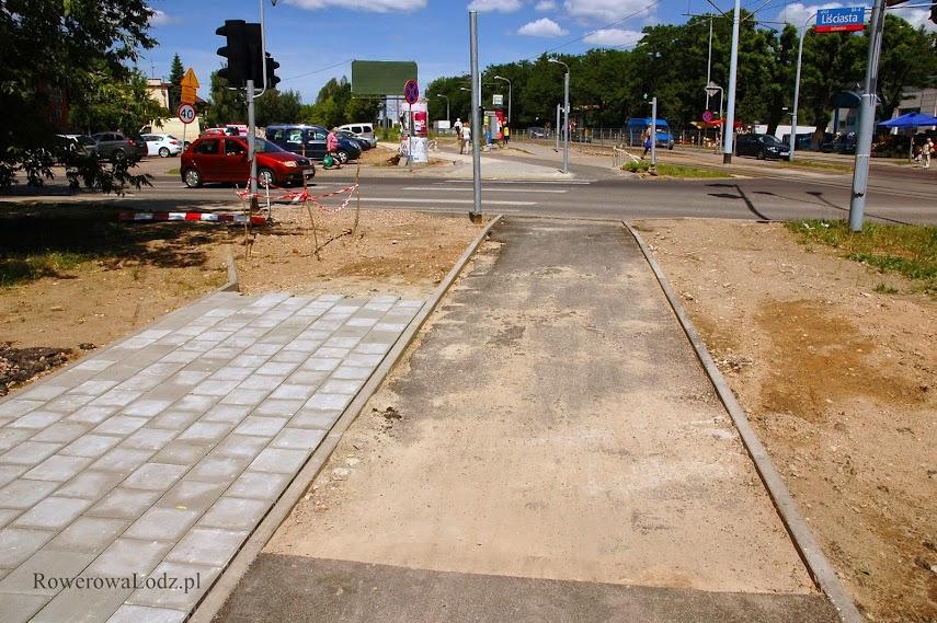 """Skrzyżowanie z ul. Liściasta. Tu zapomniano o """"granicy"""" pomiędzy DDR a chodnikiem."""