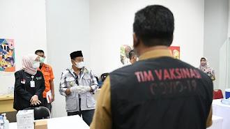 Uu Ruzhanul Tinjau Sentra Vaksinasi BPBD Jabar di Karawang dan Bekasi