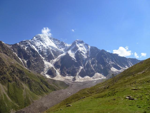 Le Caucase depuis Cheget, 2800 m (Terskol, Kabardino-Balkarie), 8 août 2014. Photo : J. Marquet