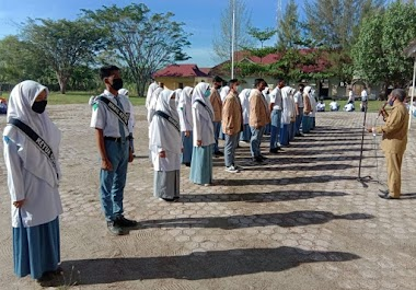 Pengurus OSIS Taat Beribadah dan Berprestasi