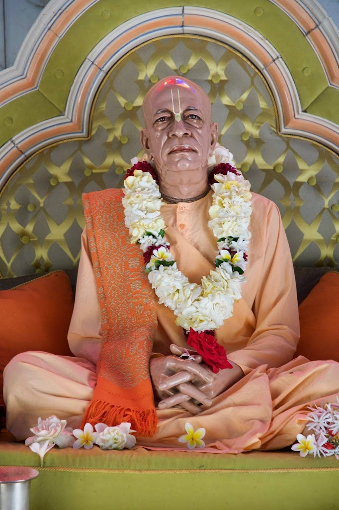 ISKCON New Govardhan Deity Darshan 08 Dec 2016 (8)
