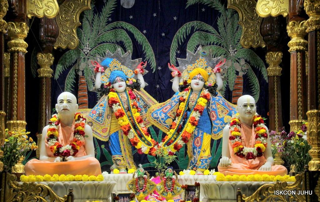 ISKCON Juhu Sringar Deity Darshan 22 Nov 2016 (42)