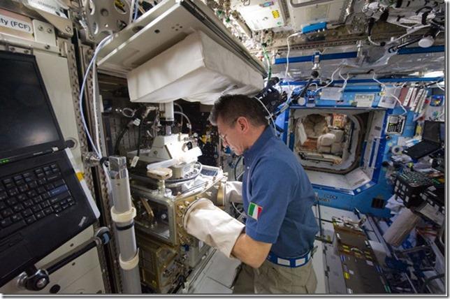 Que-hacen-los-astronautas-en-la-Esta[3]