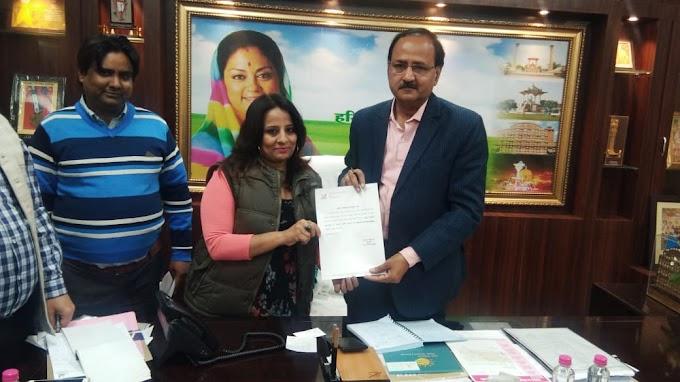 टीवी और रेडियो कार्यक्रमों की प्रस्तुतकर्ता और एफएम रेडियो जॉकी राखी शुक्ला को जयपुर नगर निगम की ओर से स्वच्छता ब्रांड एंबेसडर के रूप में नियुक्त किया गया.