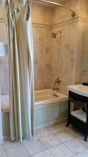 Bathrooms - 20150825_114104.jpg