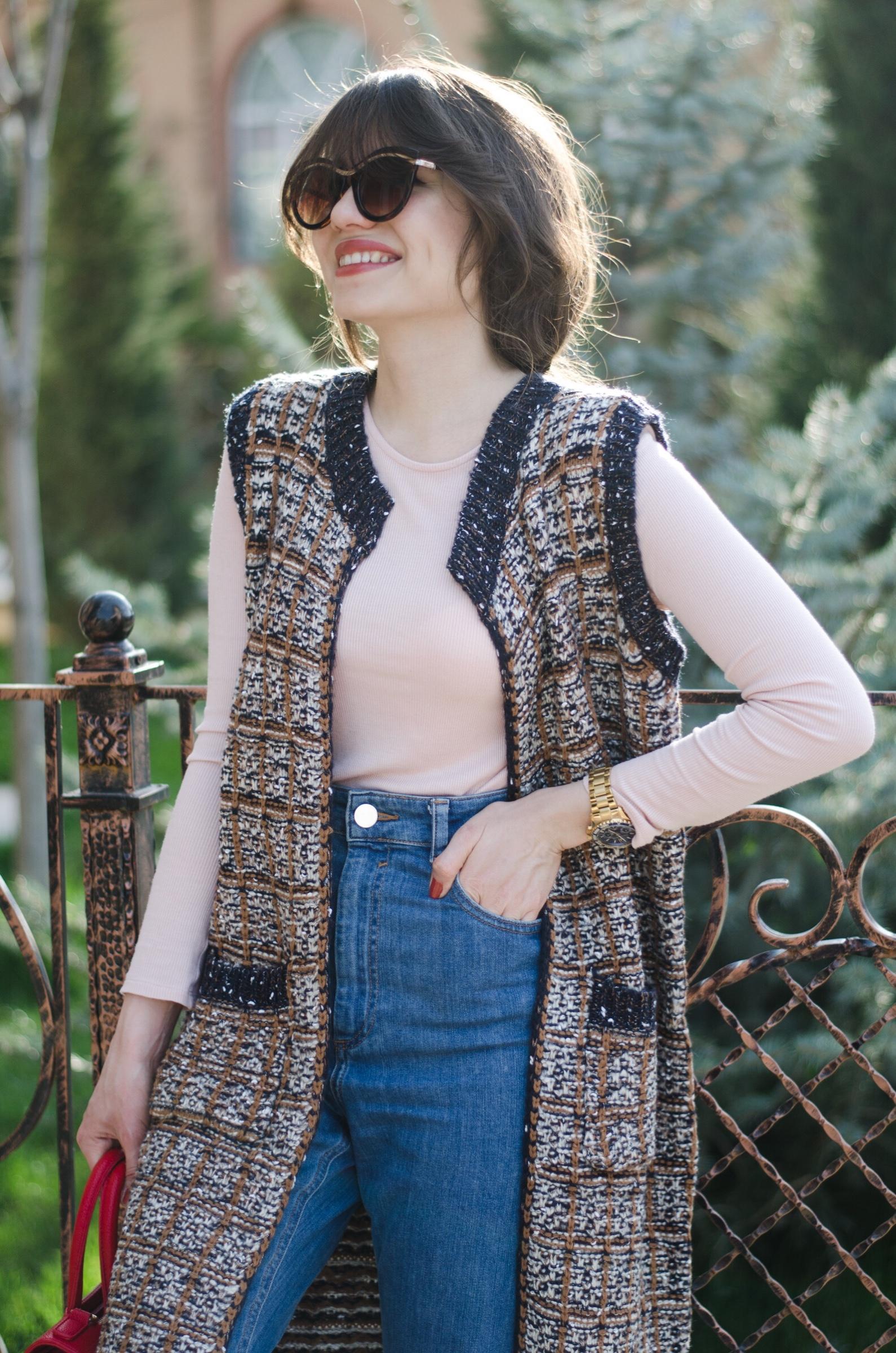 fashion blogger diyorasnotes diyora beta knitted vest mom jeans asos sneakers red bag