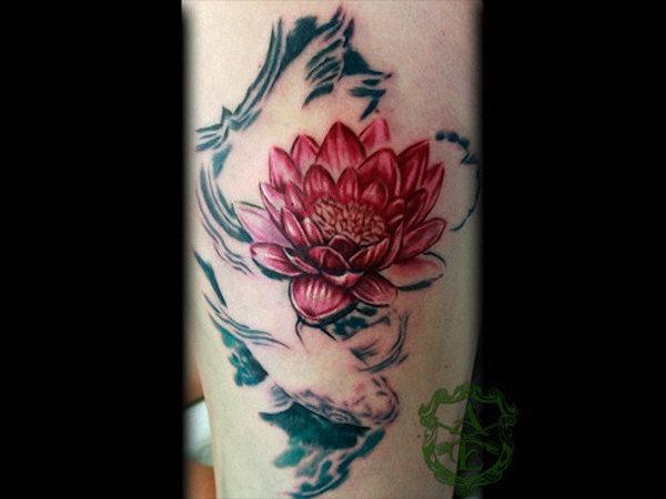 rosa_flor_de_ltus_e_koi_tattoo